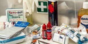 De quoi est composée une trousse de premiers secours?